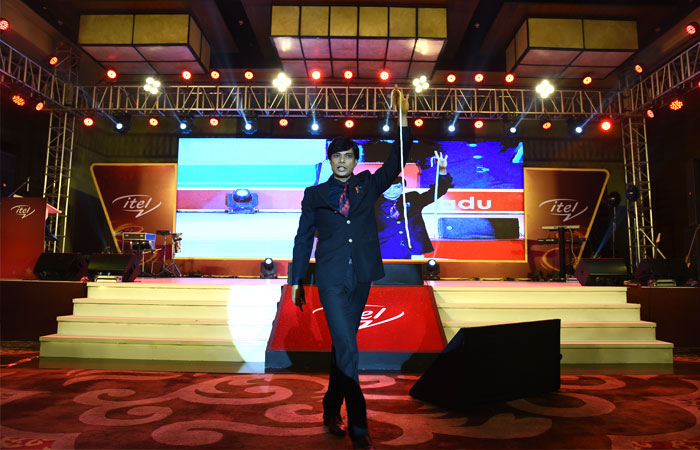 Corporate event entertainer in India Sourav Burman performing at Itel 5 ka jaadu event in Kolkata
